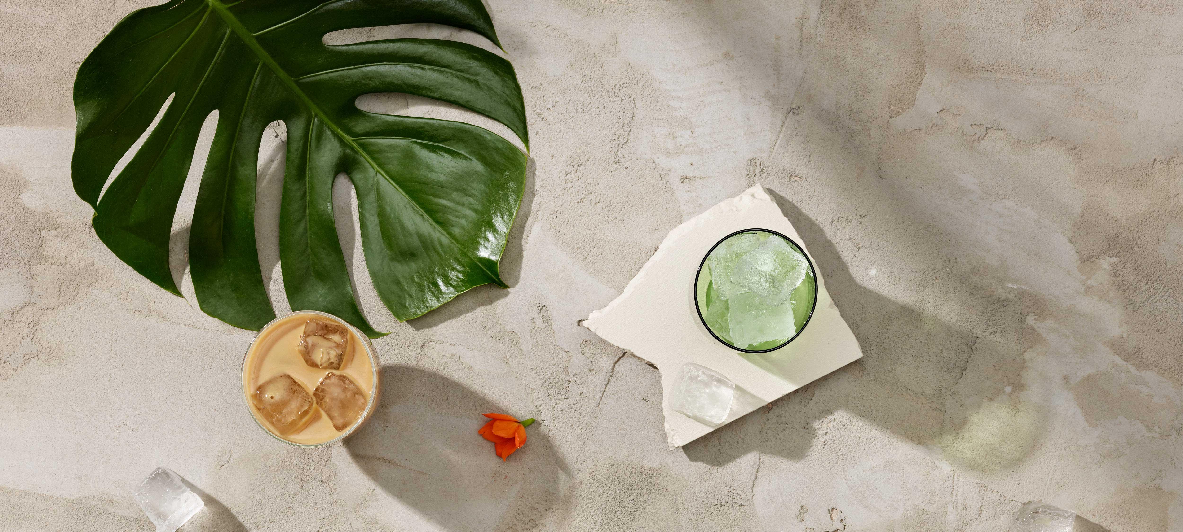 Paulig Singapore Ice Coffee -kahvijuoma lasissa pöydällä