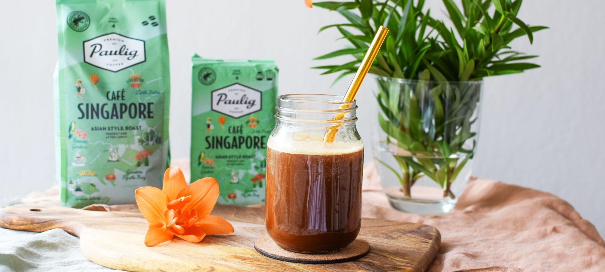 Vegaaninen kookos frappe valmistuu ihanasta uutuus-kaupunkikahvista Café Singaporesta ja kondensoidusta kookosmaidosta