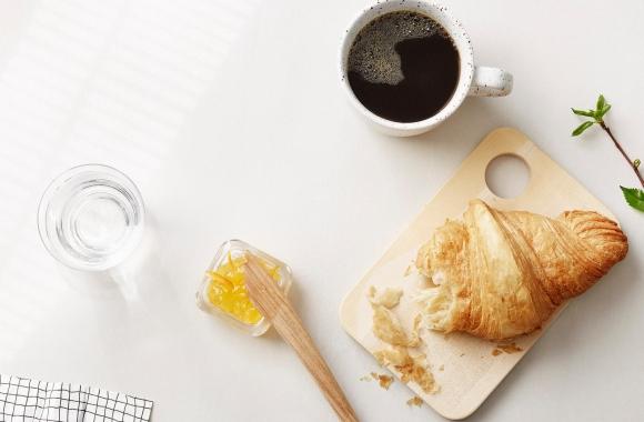 croissant ja kahvia