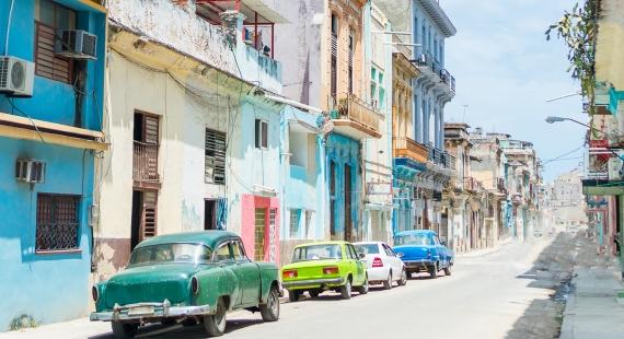 Vanhoja autoja ja värikkäitä taloja – Historiallinen Havanna on Karibian tunnelmallinen helmi