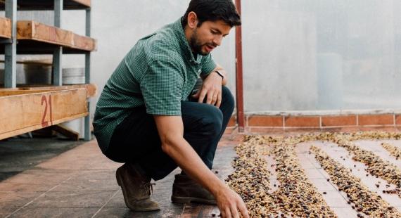 Kahvinviljelijä Diego vierailulla Kulmassa